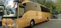 złoty autokar mercedes tourismo
