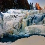 wodospad-skaly-oblodzone