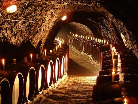 Tokaj piwnice z beczkami z winem