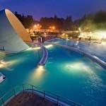 Miszkolc (Węgry) - baseny wieczorem